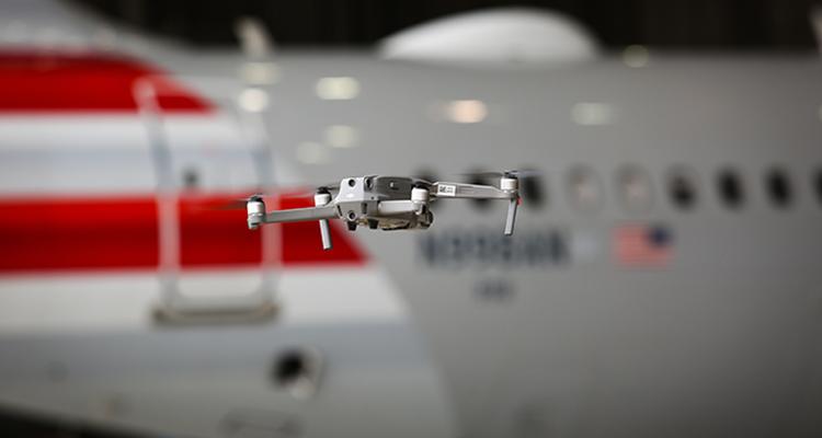 Проверка самолетов с помощью дронов в авиакомпании American Airlines
